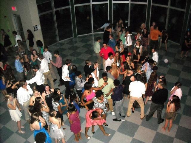 Brashier Students on the Dance Floor