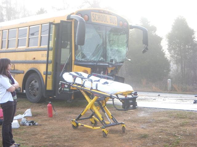 According+to+The+Greenville+News%2C+this+bus+was+carrying+Woodmont+Middle+School+students