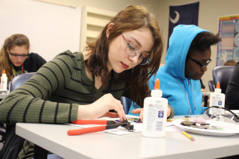 Lindsey Morin at a glass mosaic class for Arts Intercession (Photo by Yearbook Staff).