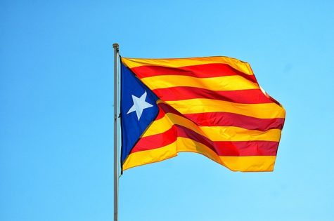 This flag is similar to the official Catalan flag and is called the Estelada. It is used by people to convey support of independence for Catalonia (Photo taken by lecreusois from pixabay.com).