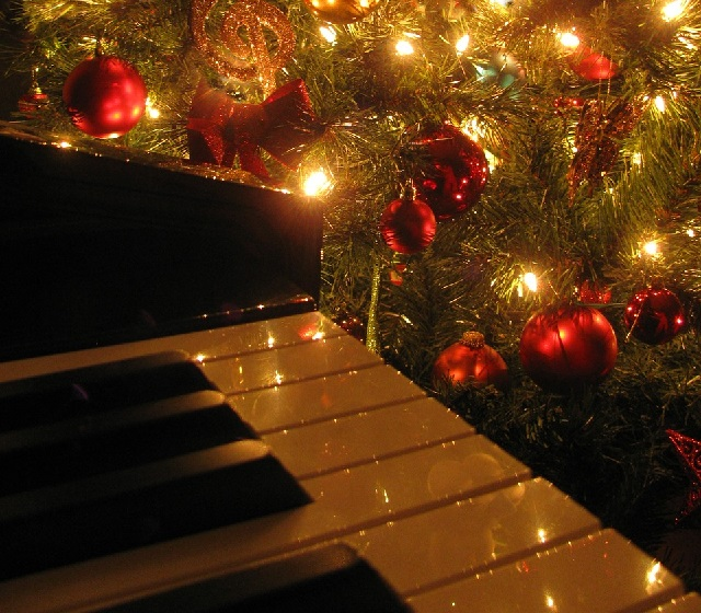 The best way to spread Christmas cheer is singing loud for all to hear. ~ Buddy, Elf (Photo courtesy of Pixabay)