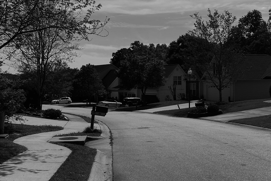 Due to the COVID19 Outbreak, everyone that used to wander the neighborhood is now staying indoors in order to stay safe (Photo courtesy of Enoch Orozco).