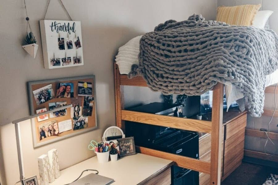 Mallory Smith, former Bengal Beat editor and current freshman at Clemson, shared an image of her organized dorm. (photo credits to Mallory Smith)